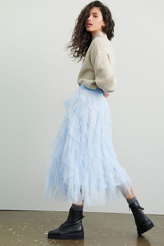 Cách mix đồ với chân váy tutu với áo len thanh lịch