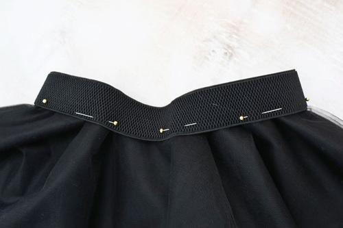 gập mép vải tuyn xếp nếp viên theo mép dây chun
