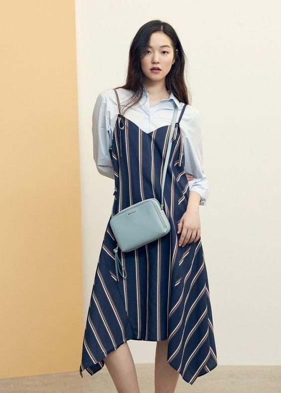 công thức mix đồ áo sơ mi phối cùng váy yếm xòe hoặc suông