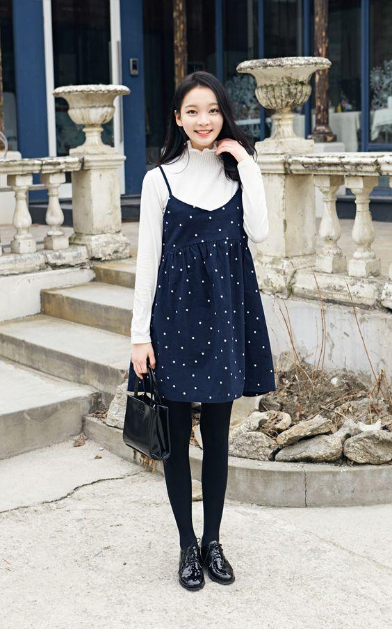 ngày đông lạnh giá, nàng muốn diện váy yếm thì hãy mix thêm cùng một chiếc áo len