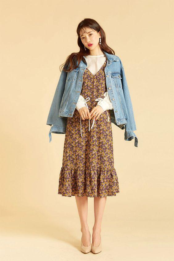 Cách mix đồ với váy yếm mùa đông - phối với áo khoác