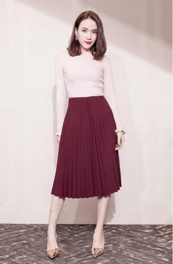 Thời trang nữ: Cách phối đồ với chân váy xếp ly dài Cach-phoi-do-voi-chan-vay-xep-ly-dai-1a