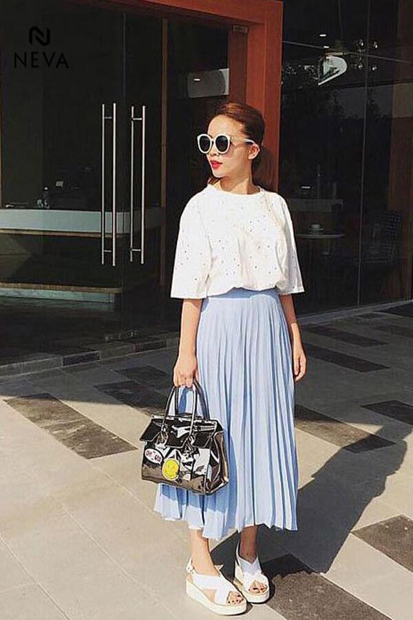 Thời trang nữ: Cách phối đồ với chân váy xếp ly dài Cach-phoi-do-voi-chan-vay-xep-ly