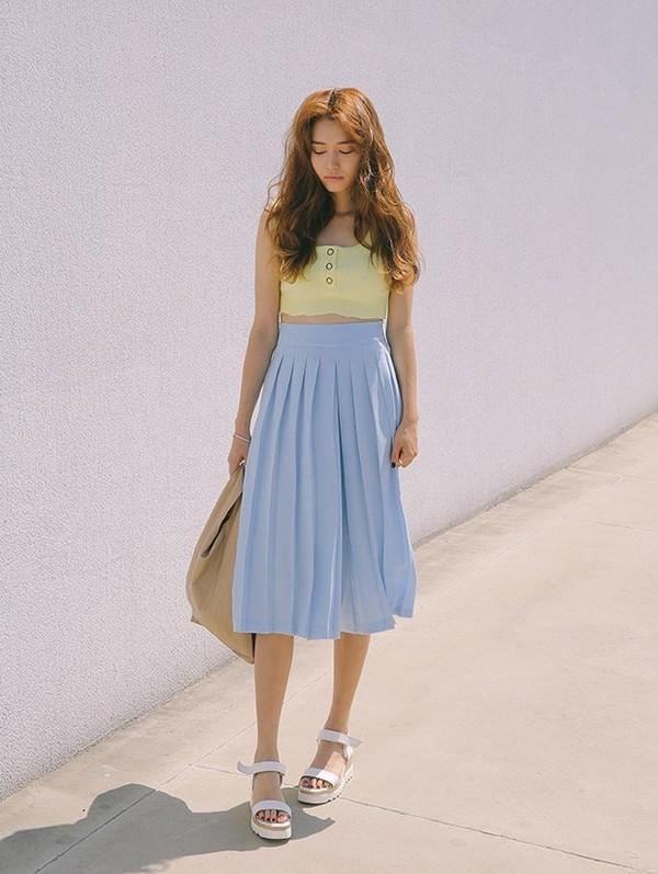 chân váy chữ a mặc với áo gì 12