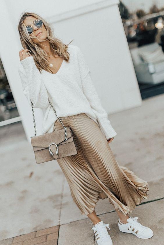 Nếu nàng yêu thích nét quyến rũ, cổ điển, sang trọng thì đừng bỏ lỡ mẫu chân váy dài mùa đông xếp ly