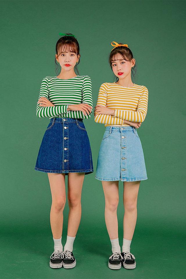 mix chân váy jean với áo len