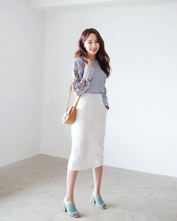 chân váy trắng mặc với áo gì 4