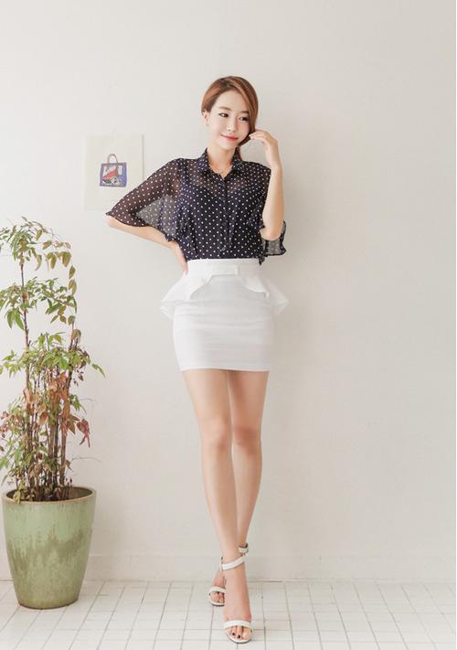 chân váy trắng mặc với áo gì 3