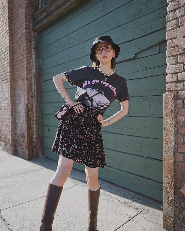 Chân váy vintage mặc với áo phông