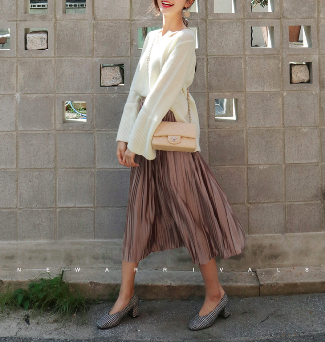 Chân váy vintage mặc với áo gì - áo thun