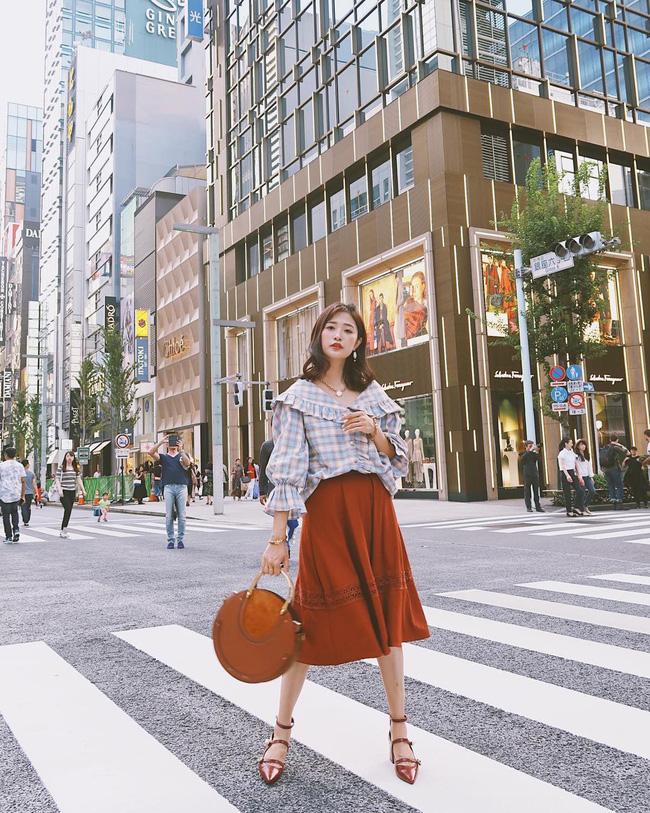 Chân váy vintage Kết hợp cùng áo sơ mi hoặc blouse