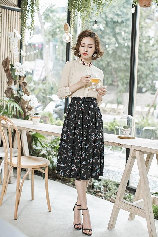 chân váy vintage hoa nhí,chân váy hoa xòe vintage,chân váy vintage mặc với áo gì,phong cách vintage 2019,váy vintage kết hợp với áo gì,cách phối đồ vintage cho nữ