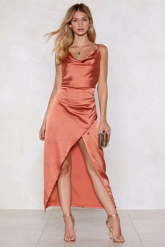 Đầm body cổ đổ kiểu dáng xẻ tà tôn dáng hoàn hảo