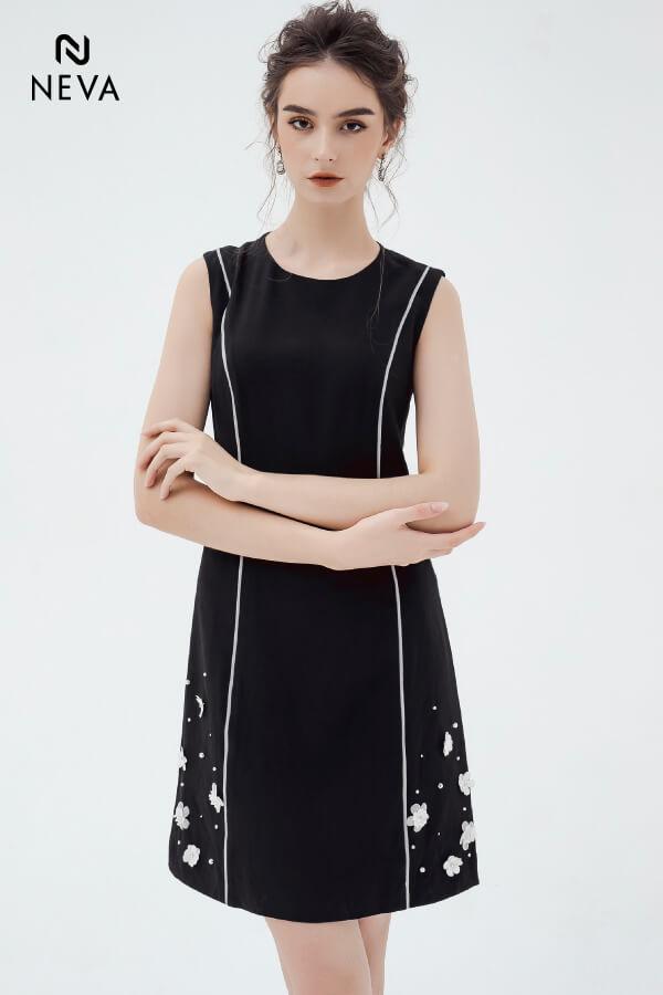 Những kiểu váy đầm chữ A màu đen minh chứng cho sự tối giản là vẻ đẹp thời thượng