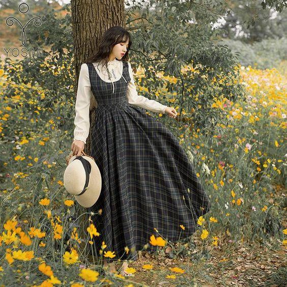 Phối váy yếm mùa đông phong cách vintage