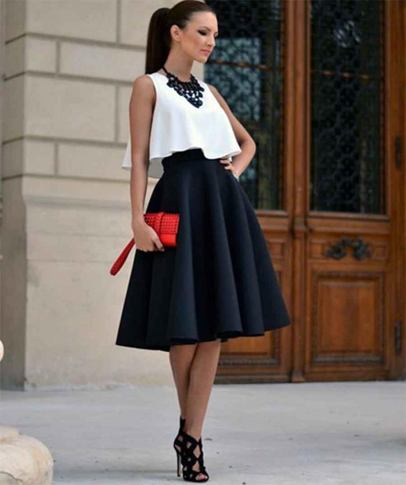 Giày kết hợp với chân váy xòe giúp nàng luôn tự tin trong mọi hoàn cảnh