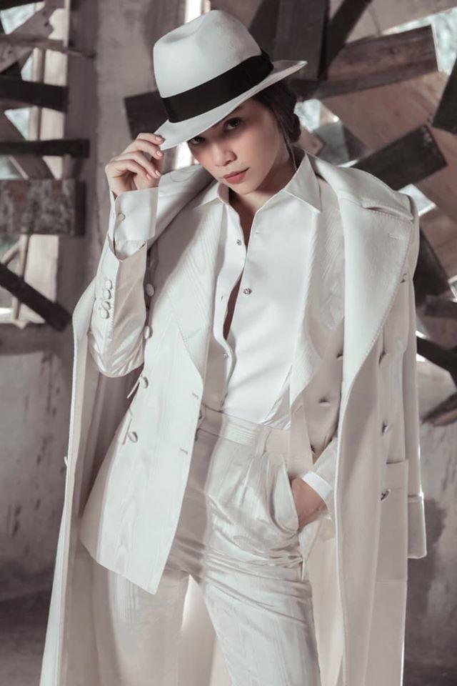 Thành công diện style đầy nam tính như suit và mũ phớt từ nhà mode Dolce & Gabbana