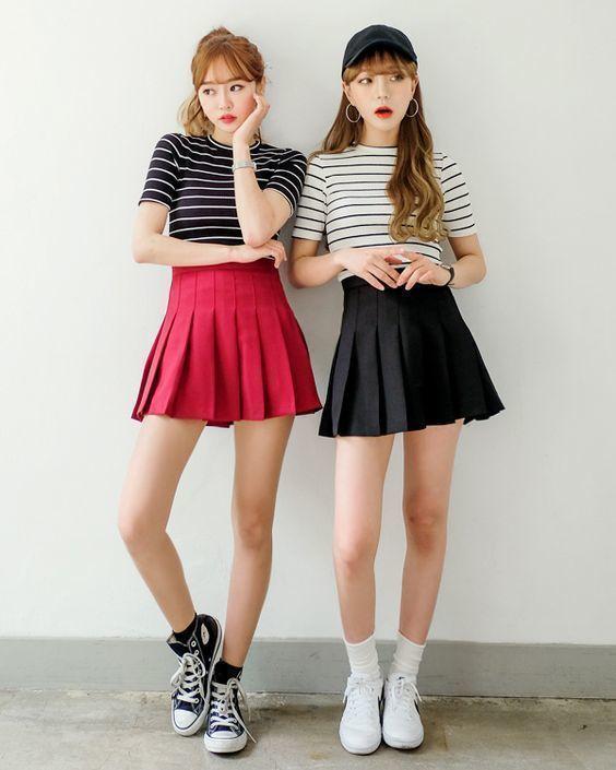 kết hợp chân váy xòe với áo phông, cách kết hợp áo phông với chân váy xòe, chân váy xòe mặc với áo phông, mix áo phông với chân váy xòe, áo phông có cổ kết hợp với chân váy