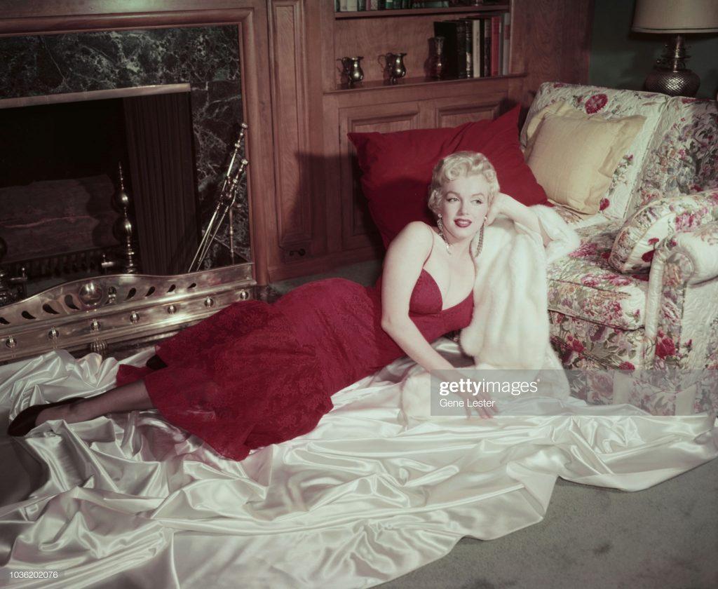 Marilyn Monroe trở thành icon thời trang của thế giới những năm 1950.