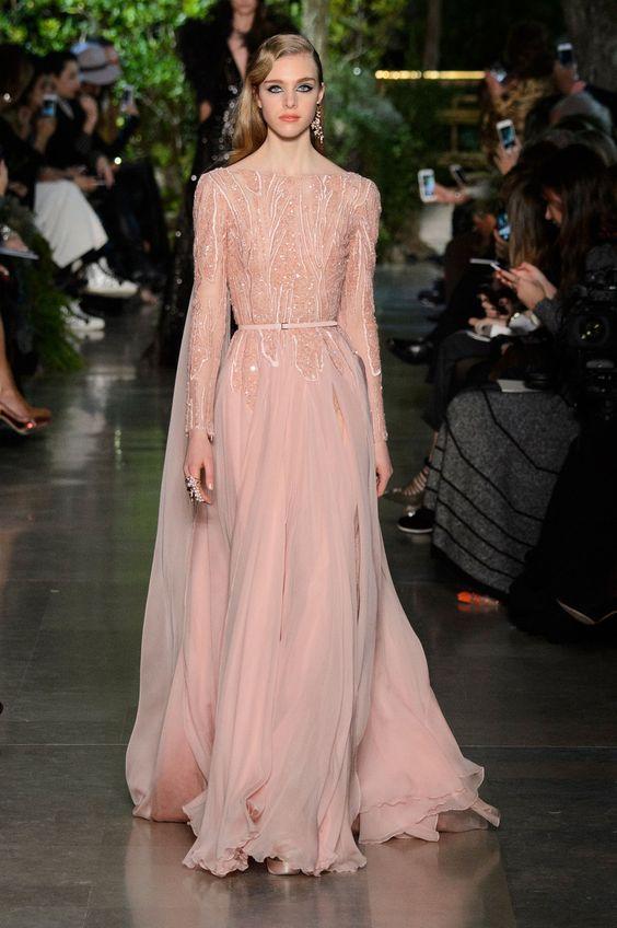 Những chiếc váy dự tiệc gam màu hồng sẽ quay trở lại trong mùa mốt năm nay