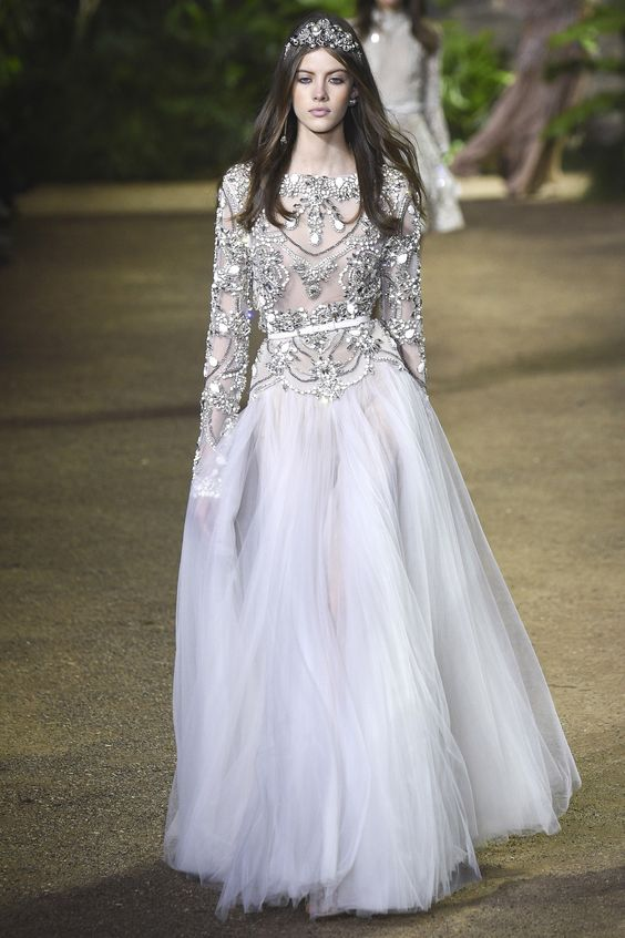 Nữ hoàng của mọi bữa tiệc - váy đầm dạ hội đính đá
