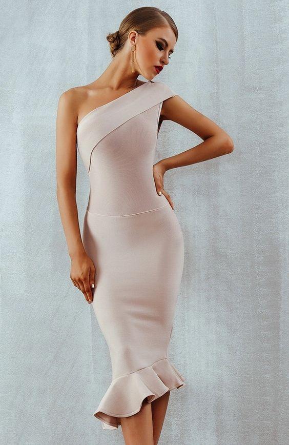 Top những mẫu váy đầm lệch vai đuôi cá không thể bỏ qua