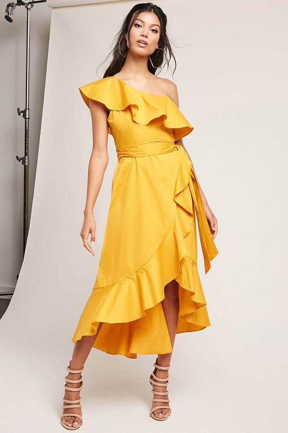 Chiếc váy maxi với thiết kế đuôi cá, nàng trở nên thật dịu dàng, mềm mại như một nàng công chúa của biển cả
