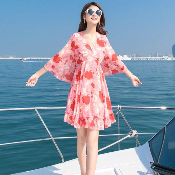 Thướt tha, yêu kiều với dáng huyền trên biển để luôn tạo vẻ đẹp ấn tượng và quyến rũ