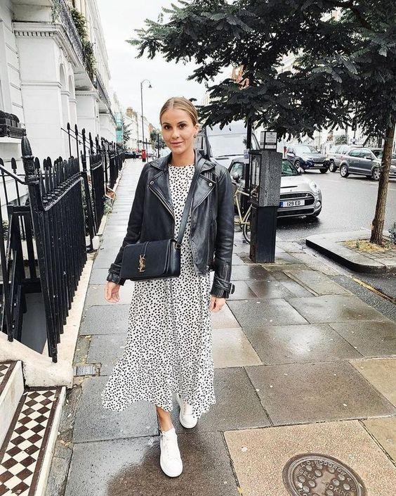 Váy đầm suông + jacket + giày tennis tối giản