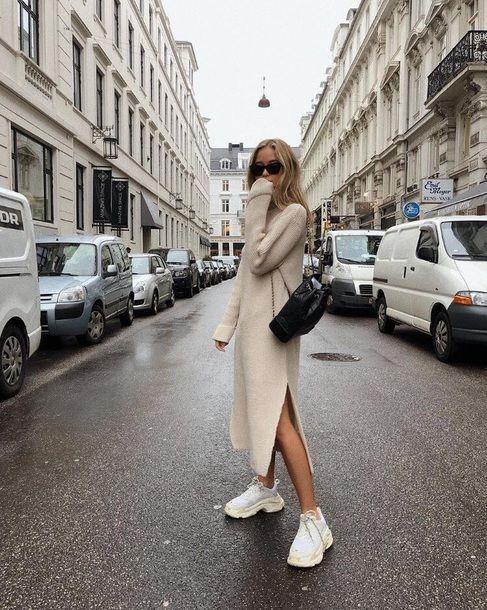 Nếu nàng muốn trở nên cá tính, sành điệu váy đầm suông và giày thể thao đế thô sẽ là một gợi ý cực hay
