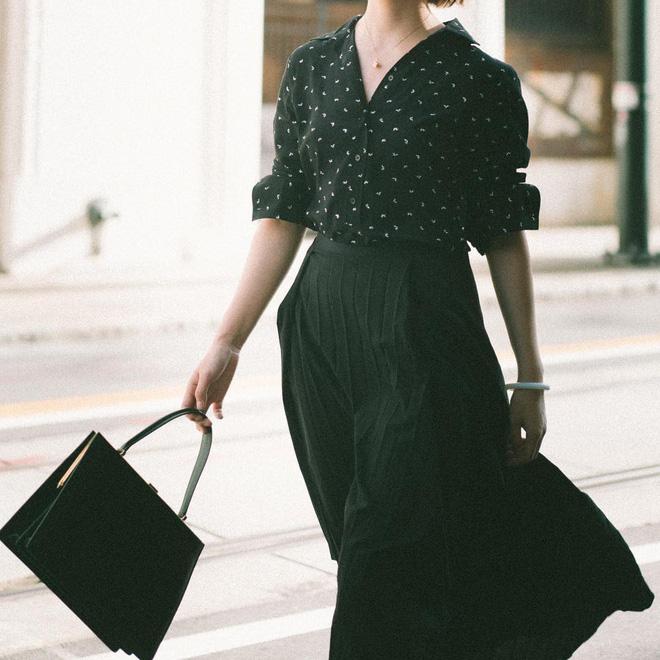 đầm đen phối túi xách màu gì, váy đen kết hợp với túi màu gì, đầm đen phối với túi xách màu gì, đầm đen mang túi màu gì, cách phối đồ với túi xách màu đen, mặc đầm đen mang túi màu gì, váy đen mang túi màu gì