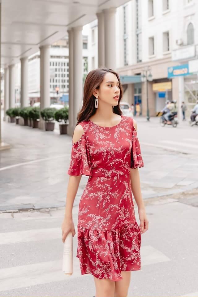 Bắp tay to nên mặc váy có đường cut out quyến rũ