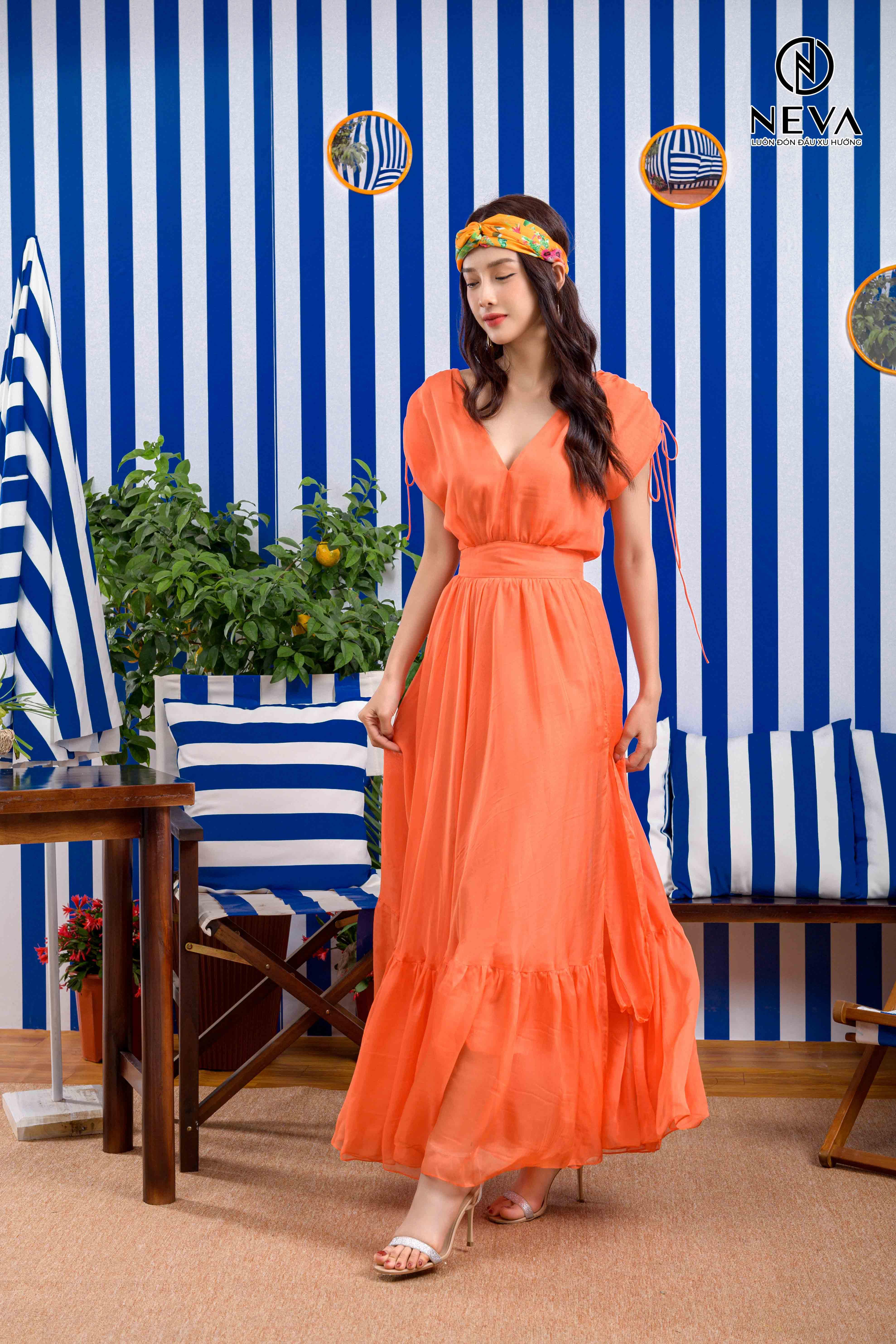 đi biển mặc gì đẹp - váy maxi 2021